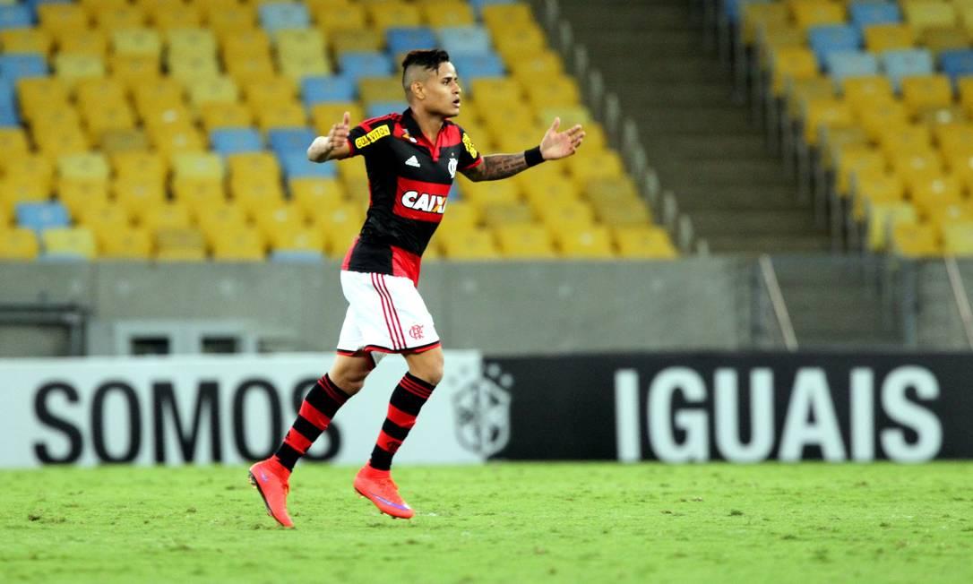 Éverton comemora o gol de empate Cezar Loureiro / Agência O Globo