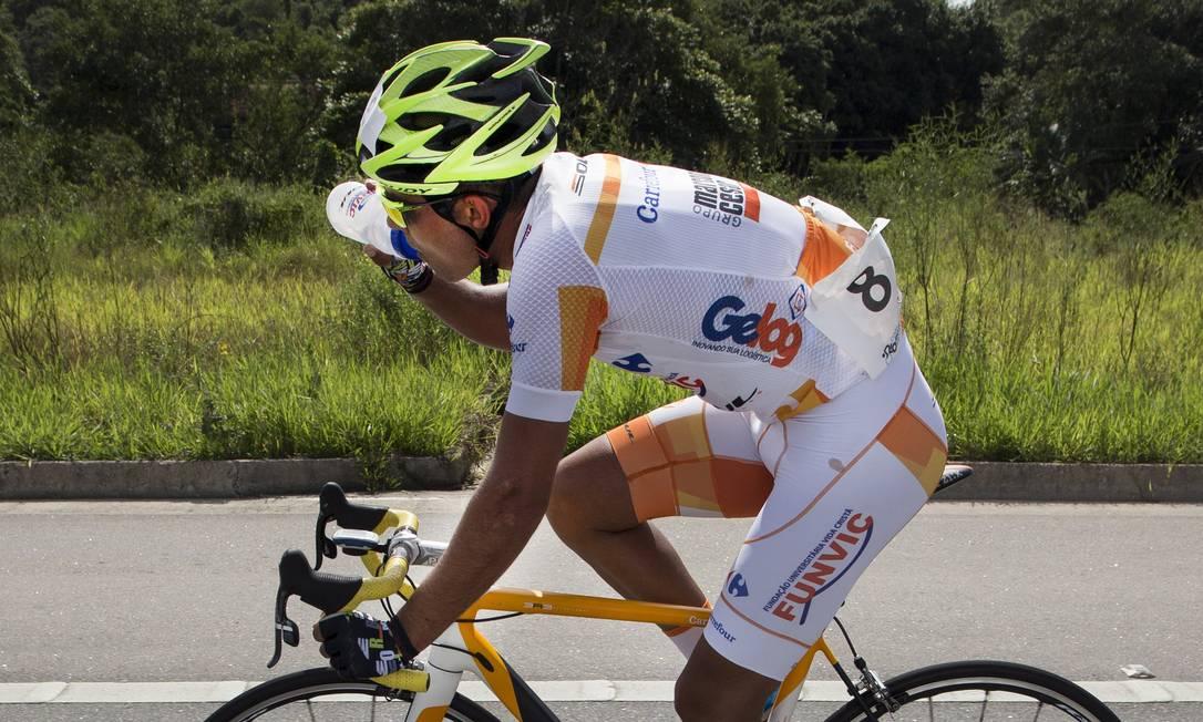 O campeão se refresca antes do sprint final ANTONIO SCORZA / Agência O Globo