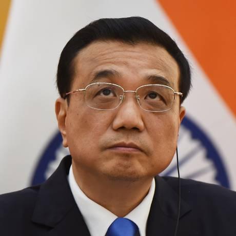 Primeiro-ministro chinês, Li Keqiang, durante encontro com premiê indiano em Pequim. Keqiang fará tour pela América do Sul Foto: GREG BAKER / AFP