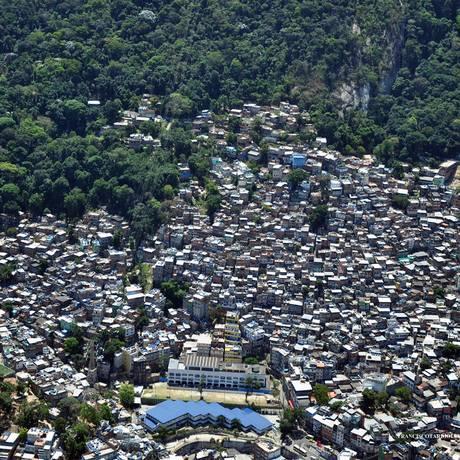 Vista aérea da Rocinha: favela se expande para área de proteção ambiental Foto: Divulgação / Amasco