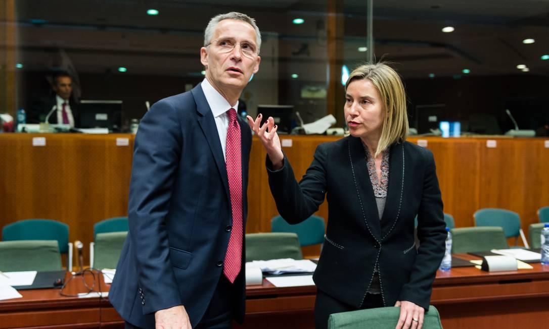 Jens Stoltenberg e Federica Mogherini querem aprovação para atuação militar na costa líbia Foto: Geert Vanden Wijngaert / AP