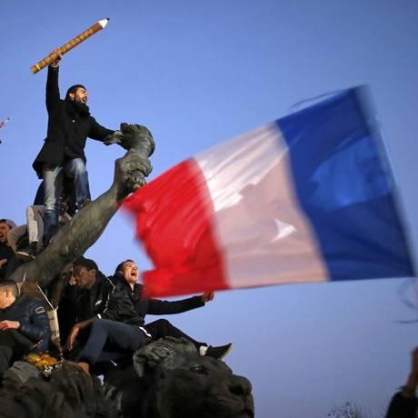 Centenas de milhares de franceses marcham pelas ruas de Paris no dia 11 de janeiro, quatro dias após o atentado à Charlie Hebdo, pela liberdade de expressão Foto: Stephane Mahe / Reuters
