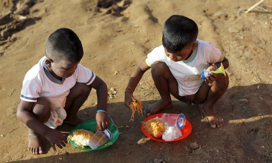 O novo passo das autoridades é garantir que crianças não sejam colocadas em trabalho escravo Foto: BEAWIHARTA / REUTERS