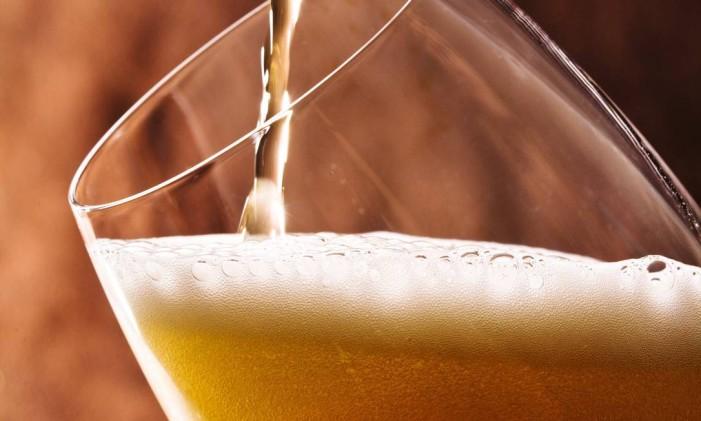 Cerveja: 355 ml garantem cerca de 150 calorias Foto: Ana Branco / Agência O Globo