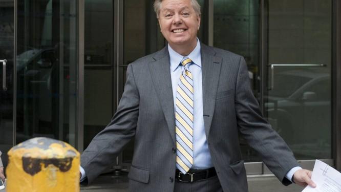 Lindsey Graham, na saída dos estúdis da rede CBS. Senador republicano disse que