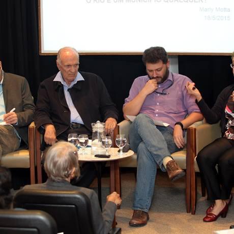 Da esquerda para a direita, José Eisenberg, Saturnino Braga, Pedro Dória e Marly Motta: viagem no tempo Foto: Cezar Loureiro / Agência O Globo