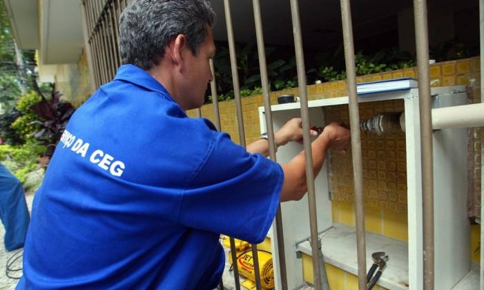 Em caso da vazamento, feche registros e ligue para a CEG Foto: Berg Silva / Agência O Globo (29/12/2005)