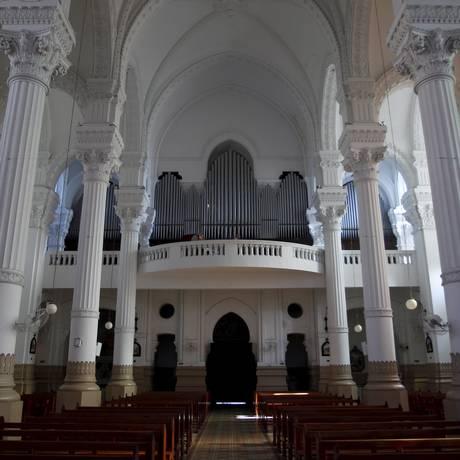 O órgão da Igreja Nossa Senhora Auxiliadora, no Colégio Salesiano Foto: Eduardo Naddar / Agência O Globo