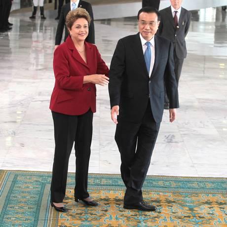 Dilma Rousseff recebe o primeiro-ministro da China, Li Keqiang Foto: O Globo / Jorge William