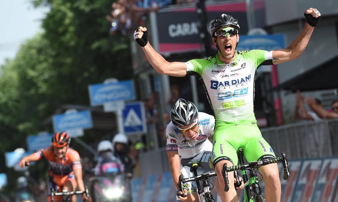 A emoção do campeão ao vencer a 10ª etapa da prova Daniel Dal Zennaro / AP