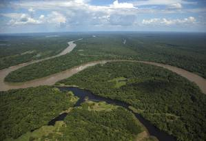 Vista aérea do rio Auatí-Paraná, na Amazônia Foto: Antonio Scorza / Agência O Globo