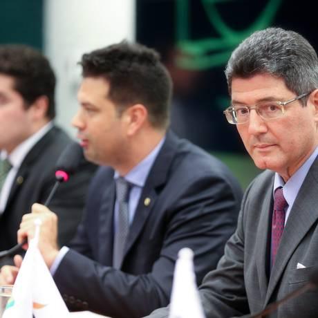 O ministro da Fazenda, Joaquim Levy, comparece a reunião de bancada do PMDB na Câmara dos Deputados Foto: ANDRE COELHO / Agência O Globo