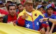 Diosdado Cabello (centro), durante marcha em Caracas na última sexta-feira. Presidente da Assembleia Nacional venezuelana desafiou acusadores a apresentarem provas de seu envolvimento com o narcotráfico
