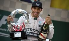Hamilton renovou contrato com a Mercedes até 2018 Foto: Mark Schiefelbein / AP