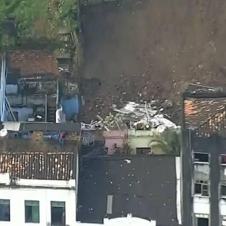 Local do deslizamento de terra em Salvador Foto: Reprodução GloboNews