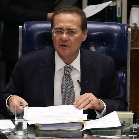 O presidente do Senado, Renan Calheiros (PMDB-AL) Foto: Ailton de Freitas / Arquivo O Globo 19/05/2015