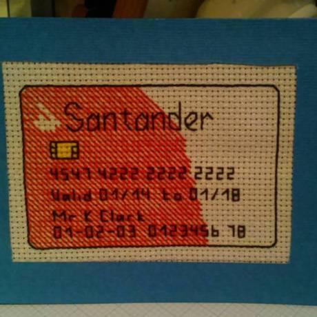 Cartão bordado foi entregue pelo Royal Mail ao banco nesta quarta-feira Foto: Reprodução Facebook