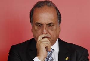 O governador Luiz Fernando Pezão Foto: Gabriel de Paiva / Agência O Globo