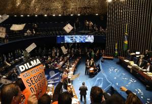 Manifestantes protestam no Senado contra mudanças em benefícios trabalhistas Foto: Ailton de Freitas / Agência O Globo