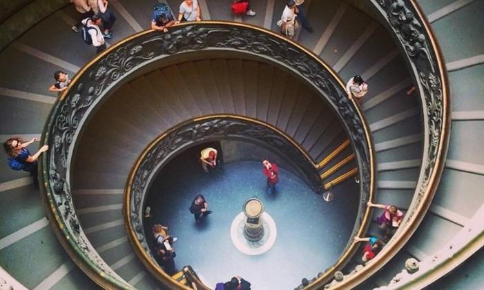 O caracol da escadaria do Museu do Vaticano por @laribittencourt Foto: @laribittencourt / Instagram