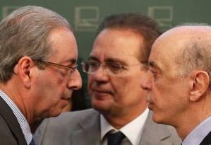 Eduardo Cunha (PMDB-RJ), Renan Calheiros (PMDB-AL) e José Serra (PSDB-SP) no Salão Verde da Câmara. Foto: Ailton de Freitas/ Agência O Globo Foto: Ailton de Freitas / Agência O Globo