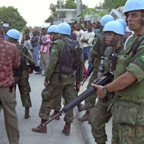 Soldados brasileiros da Missão das Nações Unidas para a estabilização no Haiti (Minustah). Ministro da Defesa, Jacques Wagner, anunciou que tropas deixarão o país no fim de 2016 Foto: Thony Belizaire / AFP PHOTO