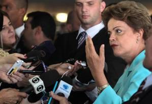 A presidente Dilma Rousseff em entrevista no Palácio Itamaraty Foto: Jorge William / Agência O Globo