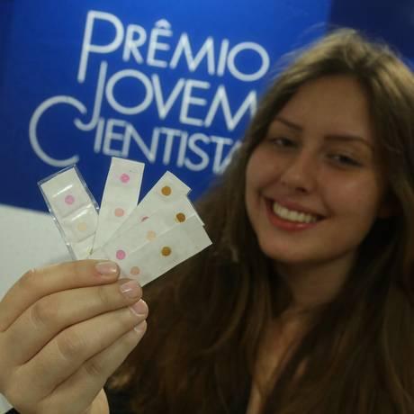 Joana Meneguzzo Pasquali, vencedora na categoria Ensino Médio do Prêmio Jovem Cientista Foto: ANDRE COELHO / Agência O Globo