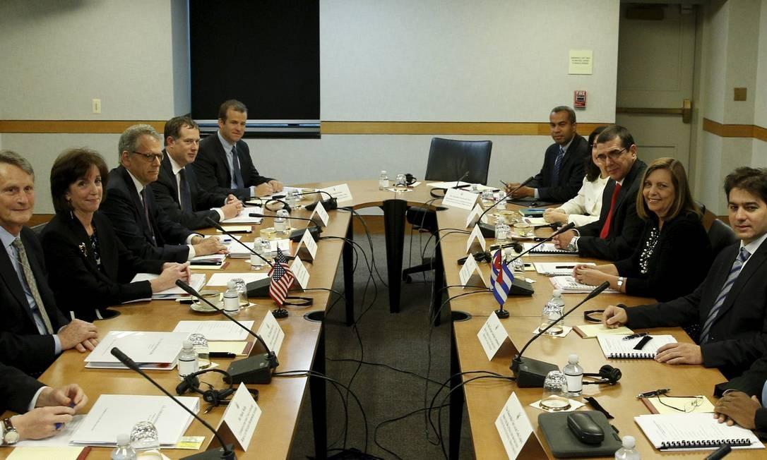 Delegações dos Estados Unidos e de Cuba reunidas na Casa Branca. Apesar de dificuldades no processo, grupo cubano relatou progressos na quinta-feira Foto: KEVIN LAMARQUE / REUTERS