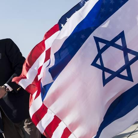 Secretário americano de Estado, John Kerry, em visita a Israel, em 2014. EUA enviaram representante ao país para discutir desarmamento nuclear no Oriente Médio Foto: Brendan Smialowski / AFP