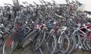 Bicicletas apreendidas se amontoam na 14ª DP (Leblon) Foto: Pedro Teixeira / Agência O Globo