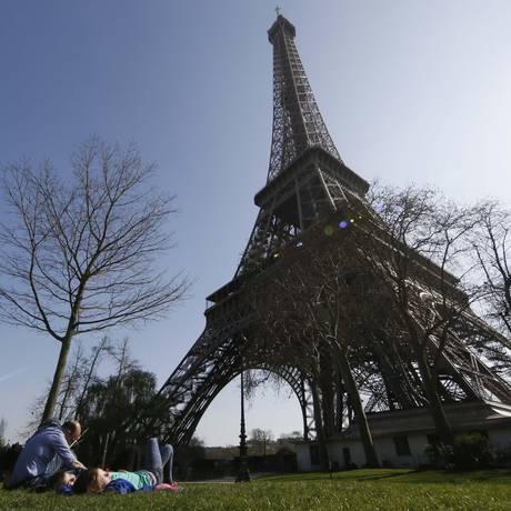 Torre é o principal ponto turístico de Paris Foto: GONZALO FUENTES / REUTERS