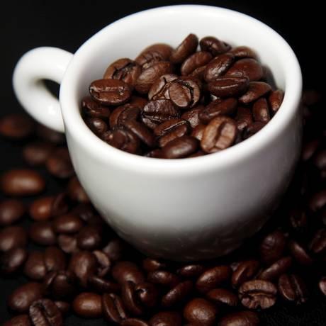 100% arábica, os grãos do café especial recebem tratamento diferenciado e se transformam numa bebida sem amargor Foto: Eduardo Naddar/Agência O Globo
