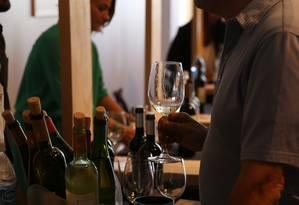 O Mercado de Vinhos recebeu profissionais na manhã desta sexta-feira Foto: Vera Moutinho/ PÚBLICO