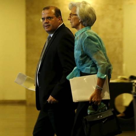 Alexandre Tombini, presidente do Banco Central, e Christine Lagarde, diretora-gerente do FMI Foto: SERGIO MORAES / REUTERS