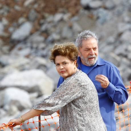 A presidente Dilma Rousseff e Lula, em foto de agosto do ano passado, quando visitaram obras no Rio São Francisco Foto: André Coelho (21/08/2014) / Agência O Globo