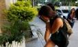 Turista que foi esfaqueada em assalto na Praça Paris chega à delegacia