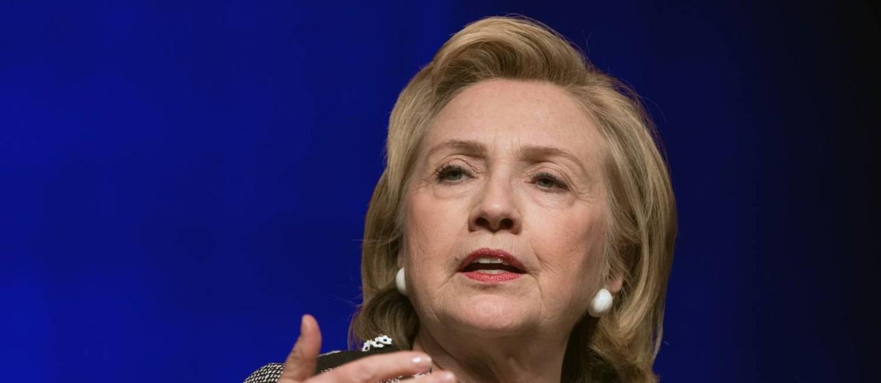 Hillary Clinton. Mensagens de 2011 recebidas pela então secretária de Estado destacavam riscos enfrentados por membros da missão diplomática americana em Benghazi Foto: NICHOLAS KAMM / AFP
