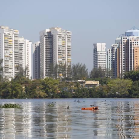 Cenário da Lagoa da Tijuca é de abandono e muita poluição Foto: Felipe Hanower / Agência O Globo
