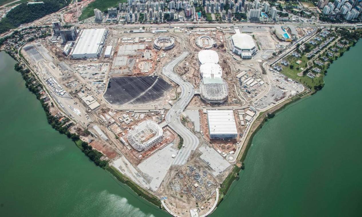 Imagem aérea das obras no Parque Olímpico Foto: Renato Sette Camara / Prefeitura do Rio