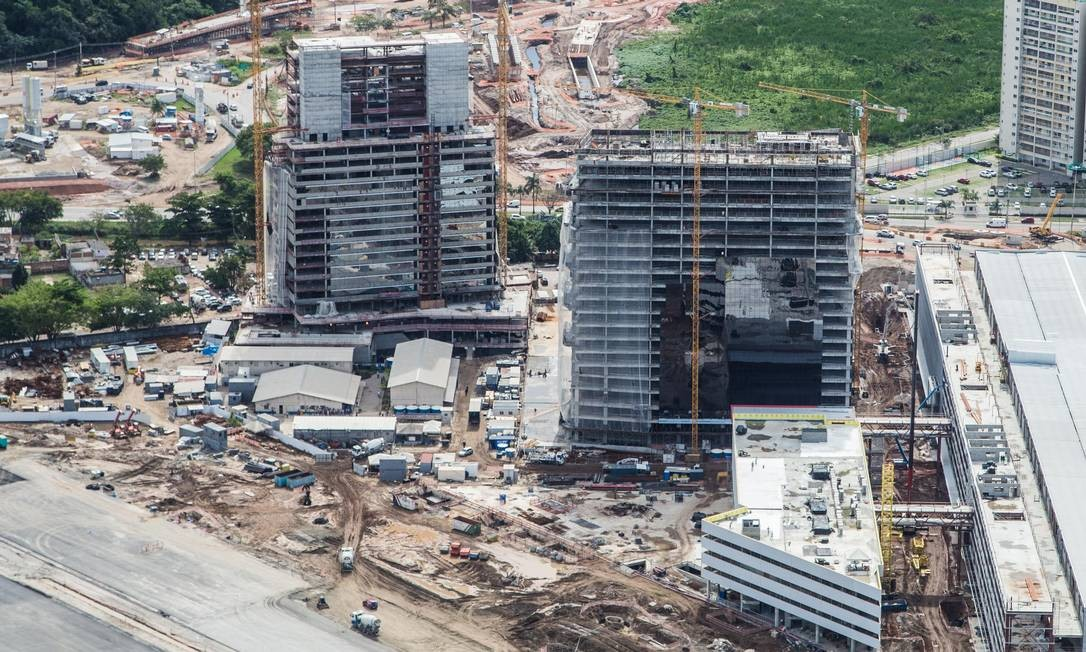 Obras do Centro Principal de Imprensa (MPC) e do hotel dentro do Parque Olímpico Foto: Renato Sette Camara / Prefeitura do Rio