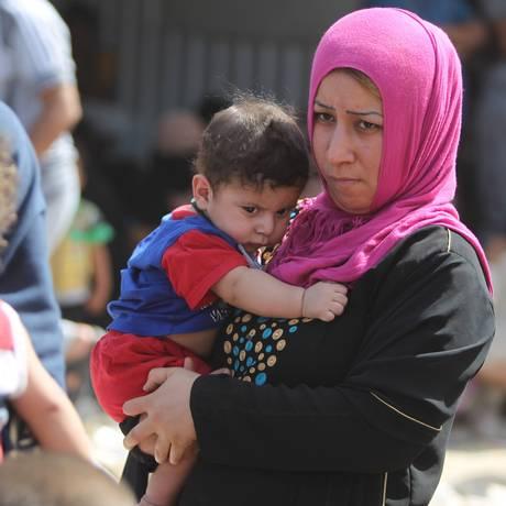 Moradores fogem de Ramadi em massa Foto: AHMAD AL-RUBAYE / AFP