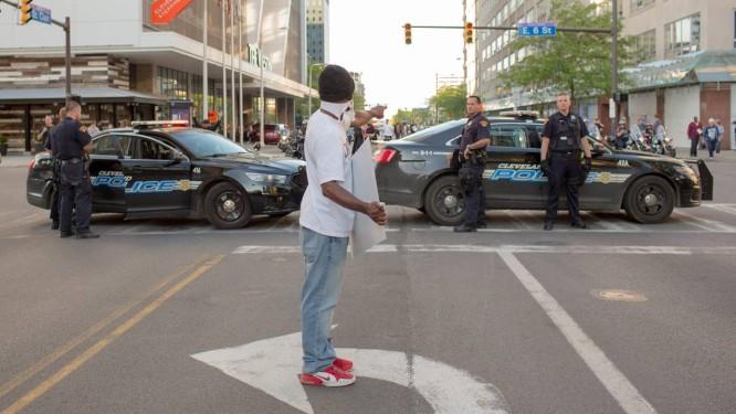 Polícia de Cleveland vem sendo muito questionadas por incidentes fatais envolvendo cidadãos negros Foto: Ricky Rhodes / AFP