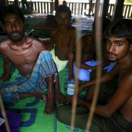 Refugiados de Bangladesh resgatados por Mianmar, que também quer expulsá-los Foto: SOE ZEYA TUN / REUTERS