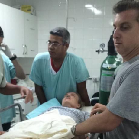 Angélica chegou a Santa Casa de Campo Grande (MS) reclamando de dores. Luciano Hulk acompanhou o atendimento Foto: Leitor ExtraWhatsApp / Agência O Globo