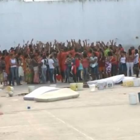 Presos fazem rebelião em presídio de Feira de Santana (BA) Foto: TV Globo / Reprodução
