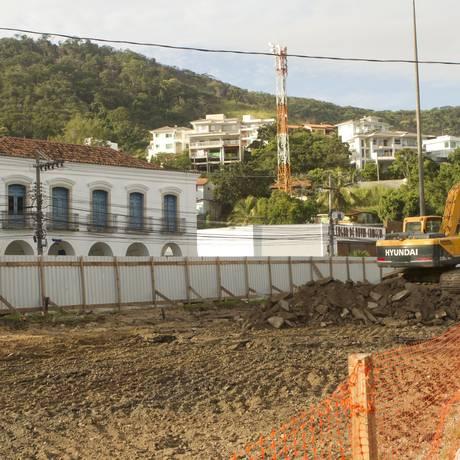 Obra de estacionamento subterrâneo avança em Charitas Foto: Bi aGuedes / Agência O Globo