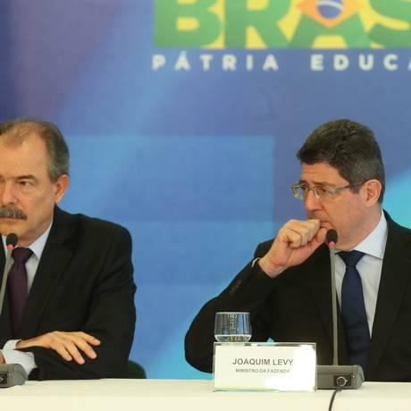 Coletiva com os ministros Aloizio Mercadante e Joaquim Levy Foto: André Coelho / Agência O Globo