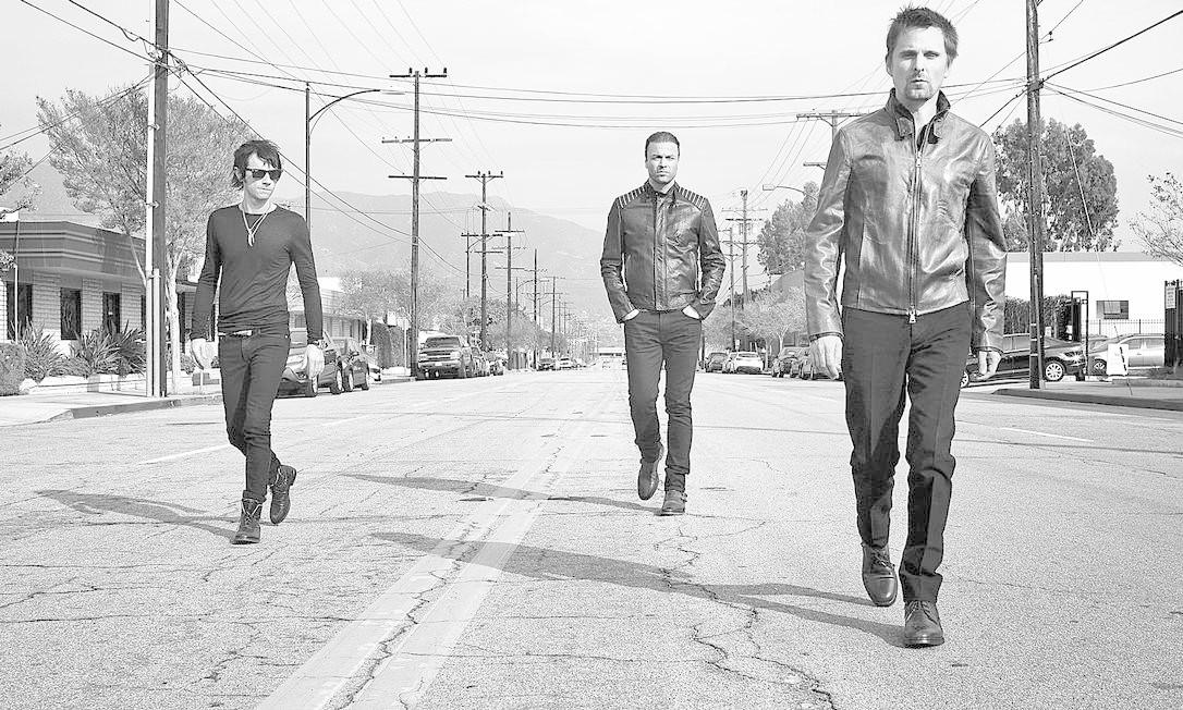 """Chris (no centro) diz que a banda quis fazer """"um disco sólido de rock"""" Foto: Divulgação"""