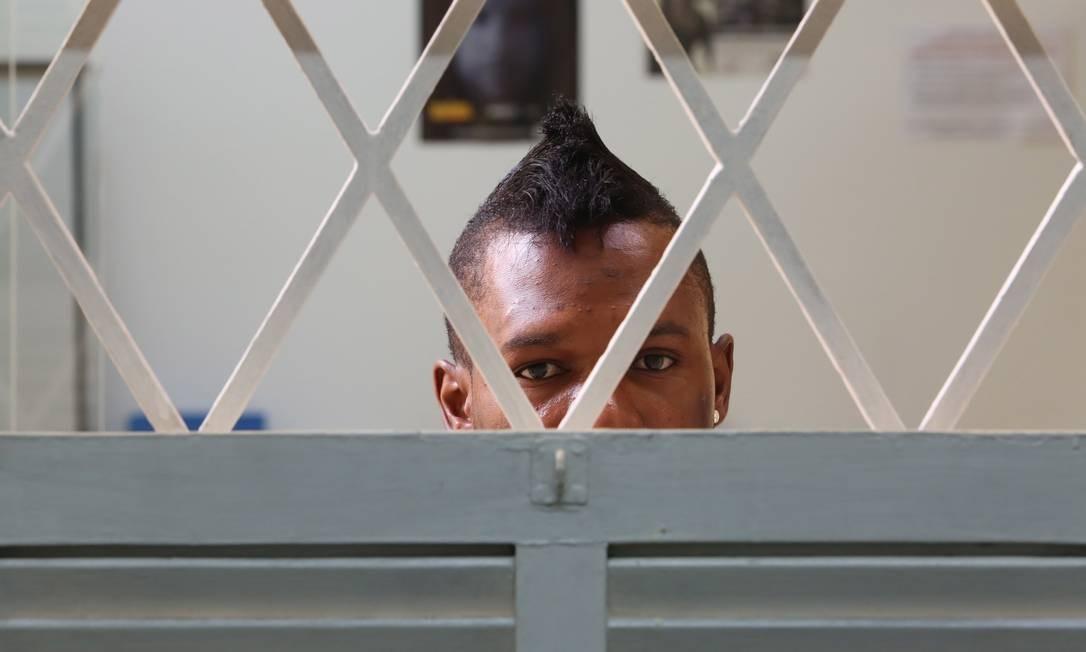 O camaronês Oscar foi preso devido a sua orientação sexual Foto: / Marcos Alves